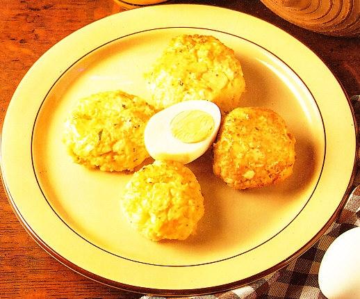 Alb ndigas de huevo y patatas the cook monkeys - Albondigas de patata ...