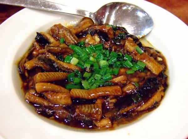 Anguila frita con apio