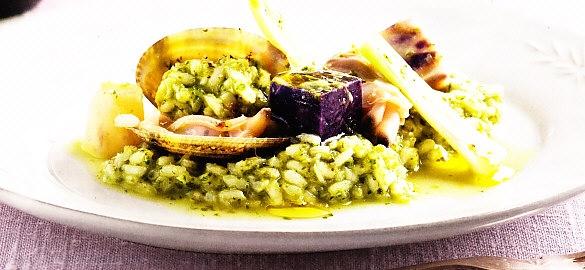 Arroz verde con verduras y almejas