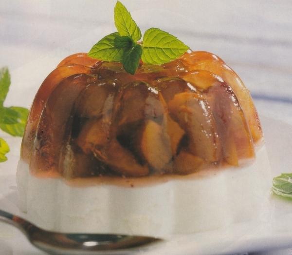 Aspic de ciruelas y yogur
