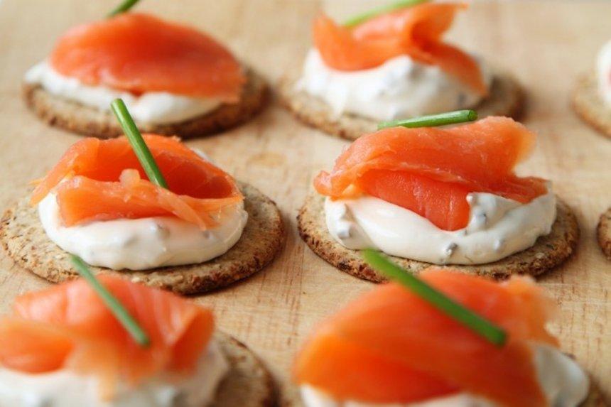 Canapés de queso y salmón