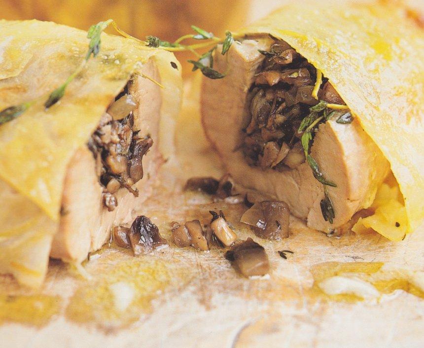 Cerdo empanado con relleno de champiñones, tomillo y salsa de manzana