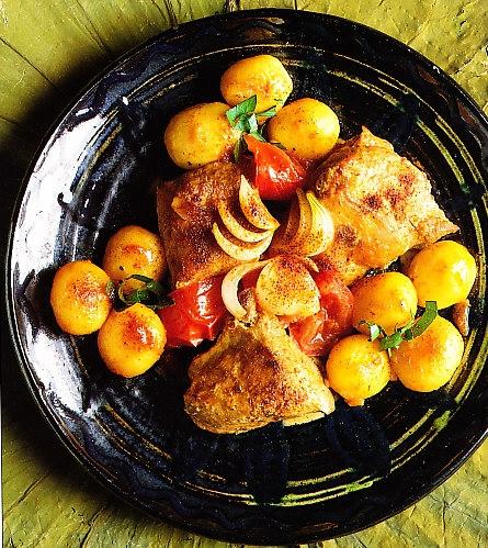 Cordero a la paprika y patatas doradas