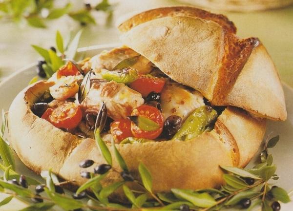 Cordero con hortalizas dentro de pan de payés