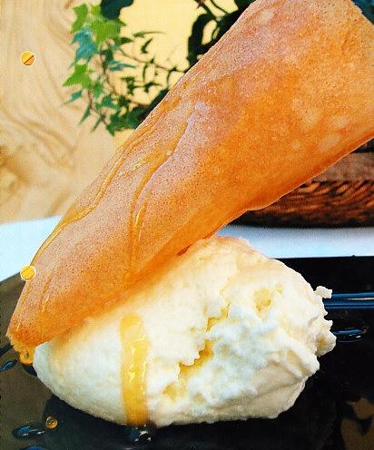 Crema de queso Idiazabal con galletas crujientes y miel