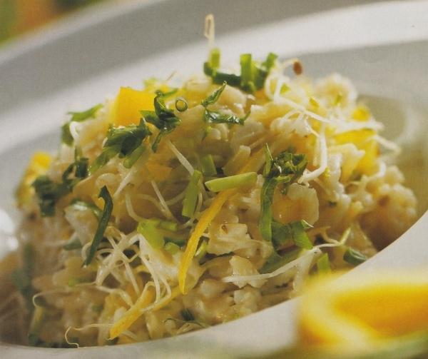 Ensalada de arroz integral con pimiento y yogur