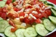 Ensalada de pepinos con huevos duros