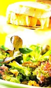 Ensalada de queso de cabra gratinado con nueces
