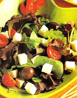 Ensalada de queso feta y aceitunas griegas