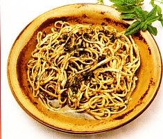 Espaguetis al basílico