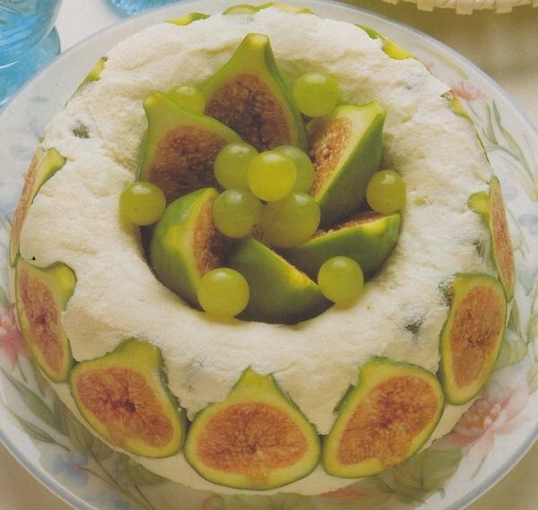 Helado de limón con higos y uvas