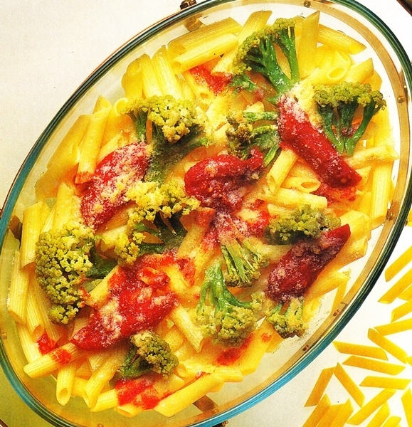 Macarrones con salsa de brócoli y tomate