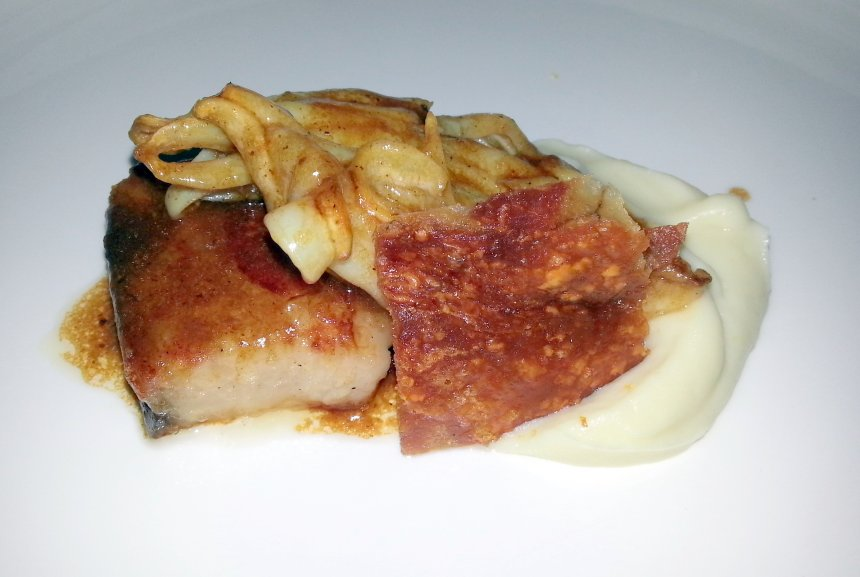 Panceta de cerdo con puré de coliflor