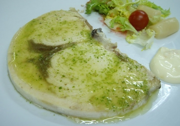 Pez espada a la plancha con salsa de tomate verde the for Cocinar pez espada a la plancha