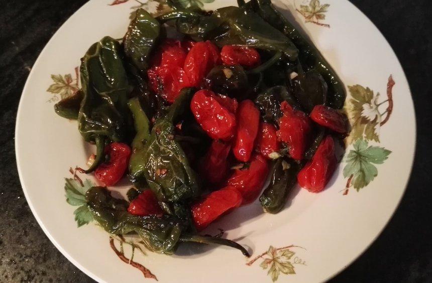 Pimientos de Padrón y tomates cherry