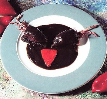 Pimientos rellenos con salsa negra