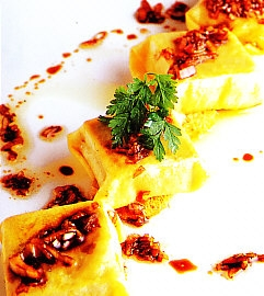 Raviolis de cap i pota con vinagreta de escalonia
