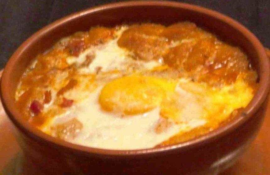 Sopa de huevo frito
