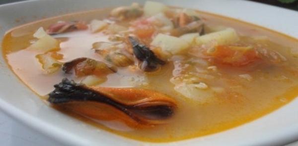 Sopa griega de mejillones