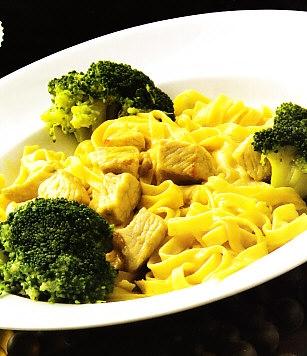 Tallarines caseros con lomo y brócoli
