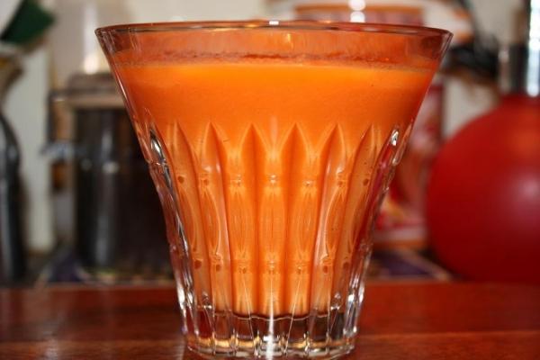 Zumo de manzana, hinojo, apio, zanahoria y naranja