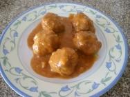Albóndigas con salsa de almendras crudas