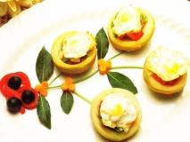 Alcachofas con huevos de codorniz