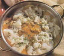 Bacalao con patatas y salsa de pimientos