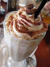 Batido de café, nata y helado
