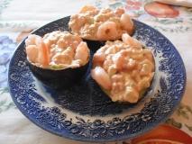 Bocois de aguacates con frutos del mar y salsa rosa
