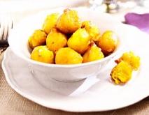 Buñuelos de calabaza, ajo y perejil