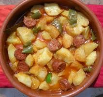Cazuela de patatas a la riojana con chorizo