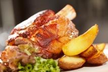 Codillo de cerdo al horno