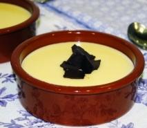 Crema inglesa con crujientes de chocolate y trufa