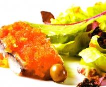 Ensalada de anchoas, olivas y granizado de tomate