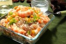 Ensalada de arroz variada con salsa