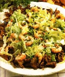 Ensalada de langostinos y rebozuelos