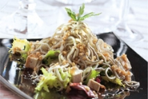 Ensalada templada de angulas con tofu