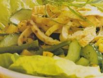 Ensalada verde con tiras de tortilla