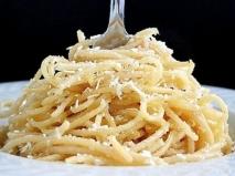 Espaguetis con mantequilla y queso