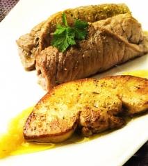 Filetes de ternera con foie y puré de manzana