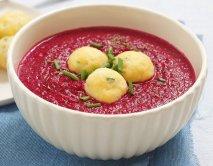 Gazpacho de remolacha con bolitas de queso