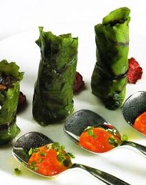 Hojas de remolacha rellenas de morcilla de verduras
