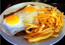 Huevos fritos a caballo