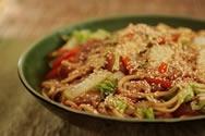 Kata yakisoba (Fideos fritos)