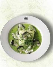 Lomo de merluza con kokotxas en salsa verde