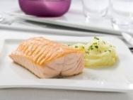 Lomos de salmón con puré de patatas