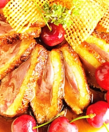 Magret de pato con cerezas