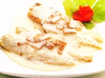 Merluza al horno con salsa de anchoas