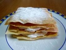 Milhojas con queso y uvas